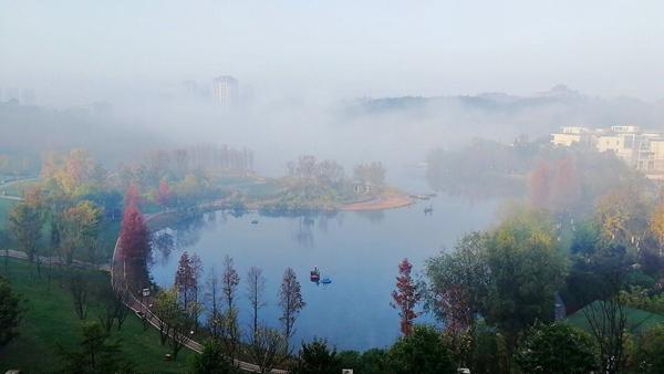 贵阳:初冬雾景美如画