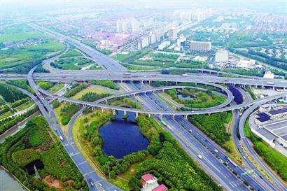 """城乡发展一体化是解决""""三农""""问题的根本途径"""